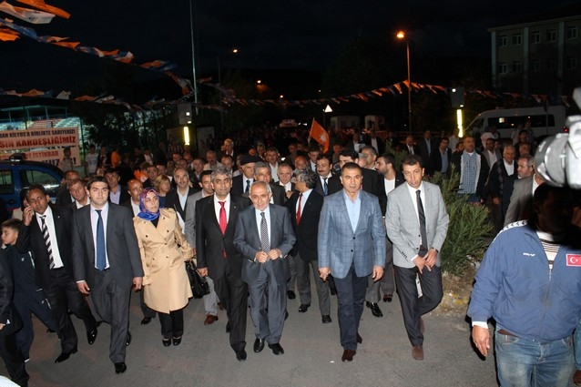 AK Parti'nin açılışı mitinge dönüştü galerisi resim 38