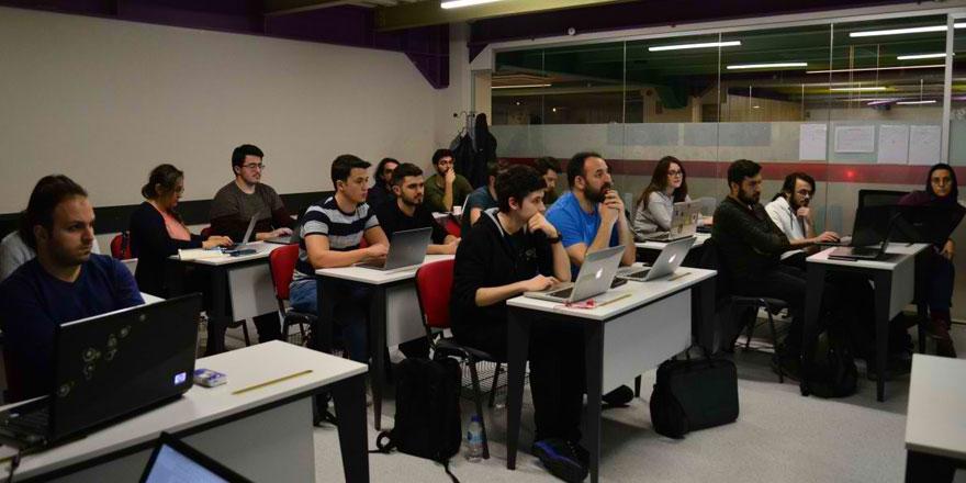 akademi1.jpg