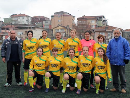 kirecburnnu_kiz_futbol_takimi2.jpg